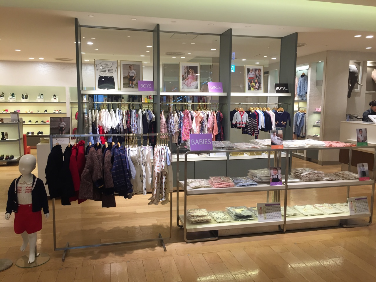 GINZA MITSUKOSHI Rachel Riley official limited store is now opened.